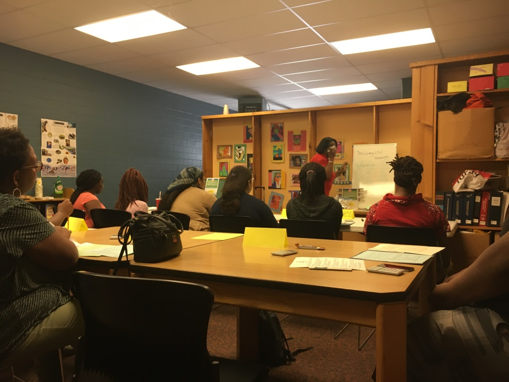 """Tweens, teens and their parents listen and learn while participating in """"Thinking Money"""" session"""